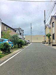 全面道路は十分なはばがあり、駐車も楽々です