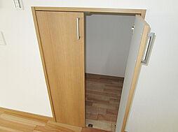 「階段下収納」DKにあり便利