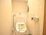 プライベート空間として機能や内装にこだわった、シンプルで優しい雰囲気のトイレ。,3LDK,面積67.87m2,価格6,858万円,東京メトロ南北線 麻布十番駅 徒歩5分,都営大江戸線 赤羽橋駅 徒歩6分,東京都港区東麻布2丁目8-11