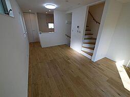 渋谷区本町1丁目 高級感溢れる室内空間が魅力的な3LDKの邸 3LDKの居間