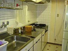 キッチンも定番ながら使い心地はよさそうです。