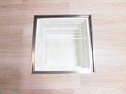 同仕様写真床下収納庫です。調味料を等収納することが出来ます。同仕様写真のため、クッションフロアーの色は異なります。