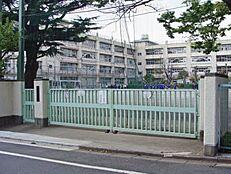 中学校梅丘中学校まで636m