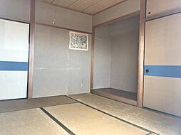 バルコニーに面した和室です。