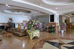 併設のホテルロビー