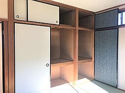2F南側6帖和室。収納も豊富です。(2)