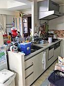 ご家族とも話しやすいカウンターキッチン。洗い物もしやすい広いシンクや食洗機も付いています。