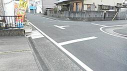 約8mの道路に接道しているため開放感があります。