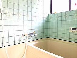 浴室です。窓があるので、明るいですね