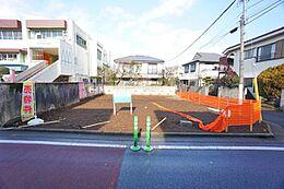 第1種低層住居専用地域の非常に閑静な住宅街です。更地でのお引き渡しとなります。