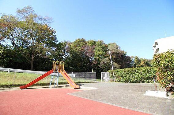 ・敷地内に公園...