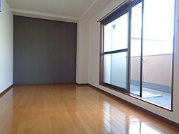 クイーンライフ東今里の洋室