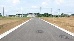 東南側前面道路(幅員6m)
