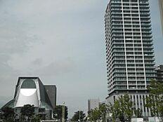 グランシップ静岡のほぼ向い側に在り、東静岡駅迄は歩いて3分の距離です。