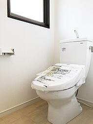 2Fトイレ新規交換済み。1F同様保温・洗浄機能付きです。