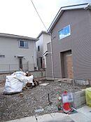 分譲地内にありますので、周辺は新しい住宅が立ち並んでおります。現在2棟販売中です。(2017年12月初旬撮影)
