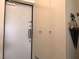 玄関にも大容量のシューズクローゼットがあります大家族にも安心ですね