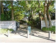 桜丘すみれば自然庭園まで80m 大きな雰囲気の良い「桜丘すみれば自然庭園」まで徒歩1分の好立地です。休日はファミリーで賑わう大きな公園です。