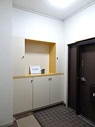 ゆとりのある玄関でシューズボックスにはは写真立てやウェルカムボードを置いてもいいですね。(2019年1月7日撮影)