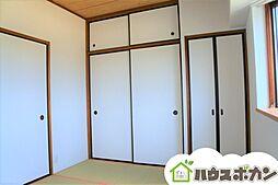 和室には収納スペースもたっぷり確保されています。