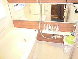 浴室には窓があり、換気もしっかりできます