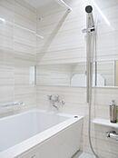 浴室乾燥機付きユニットバスです。雨の日でもしっかりお洗濯物を乾かせます