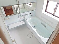 リフォーム中浴室はTOTO製のユニットバスに新品交換しました。新しいお風呂で癒しの空間に仕上げます。