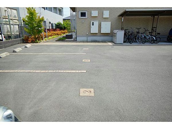 アネックス日前の駐車場