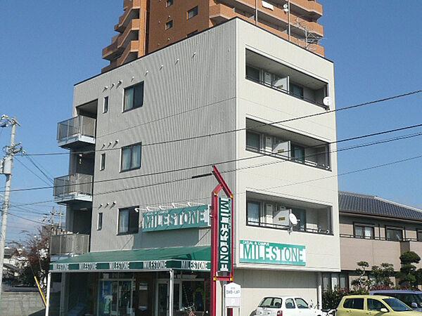徳島県鳴門市撫養町南浜字東浜の賃貸アパートの外観
