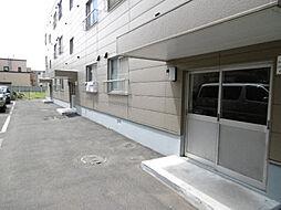 南32条マンション[1階]の外観